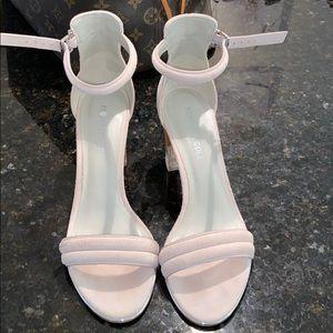 Blush Kenneth Cole heels